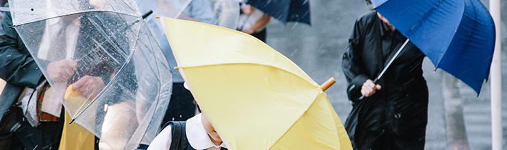 台風の中の通勤・通学